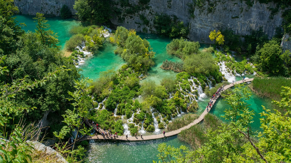 Plitvice Lakes – walking pathway along the lakes and waterfalls